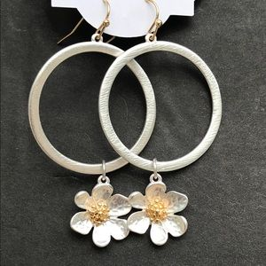 Earrings. Silver with daisy charm
